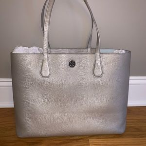 Tory Burch Perry Tote in Silver- EUC